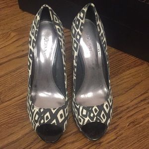 Alfani Black & white shoes